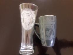 Koppar og glas med personleg trykk (nb logo avbilda er kun til demonstrasjon)