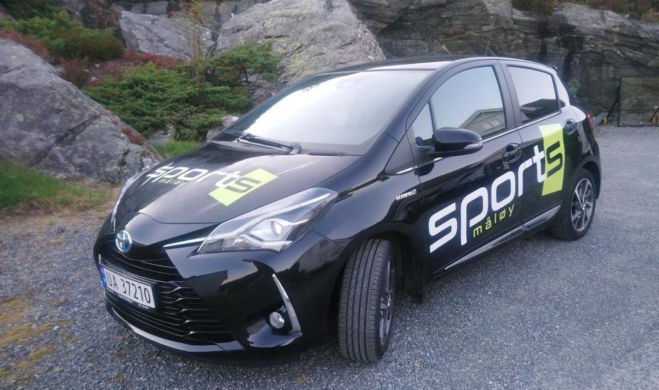 Foliering av bil til SportS Måløy. Foto: SportS Måløy